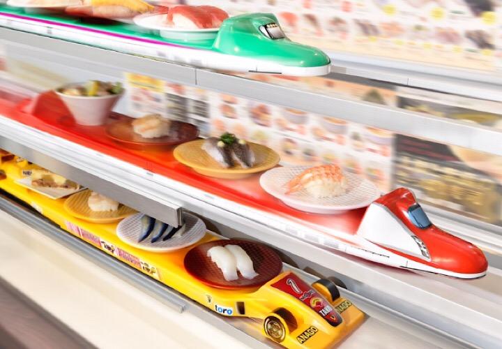 レーンで運ばれるお寿司