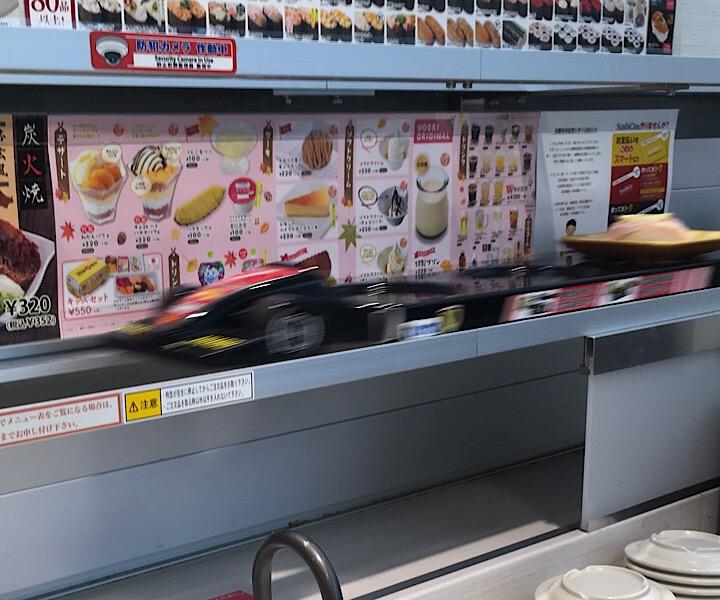 スーパーカーによって届けられるお寿司