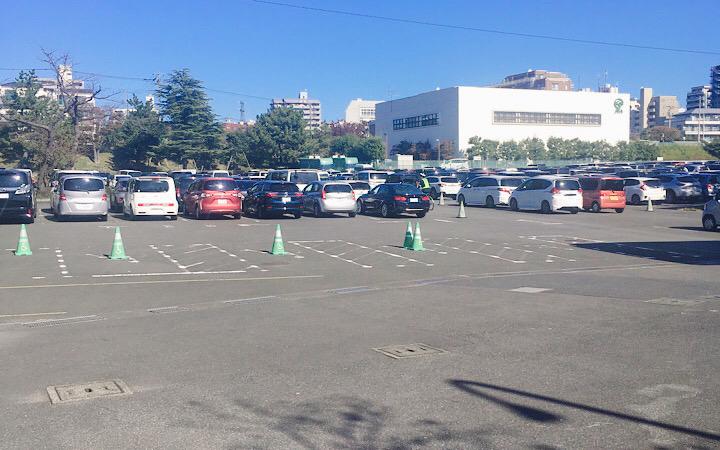 土曜日の東京競馬場の第1駐車場の様子