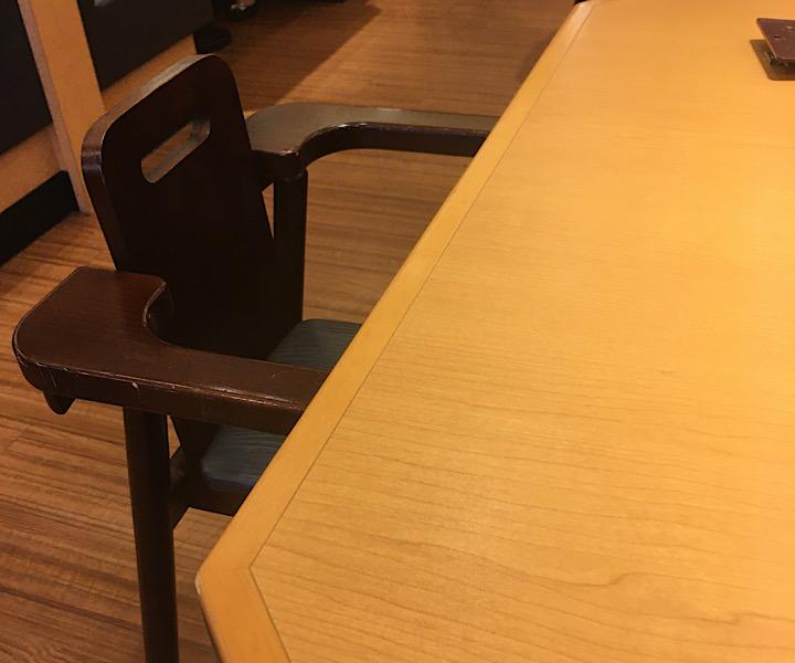 ステーキ宮の子供用椅子