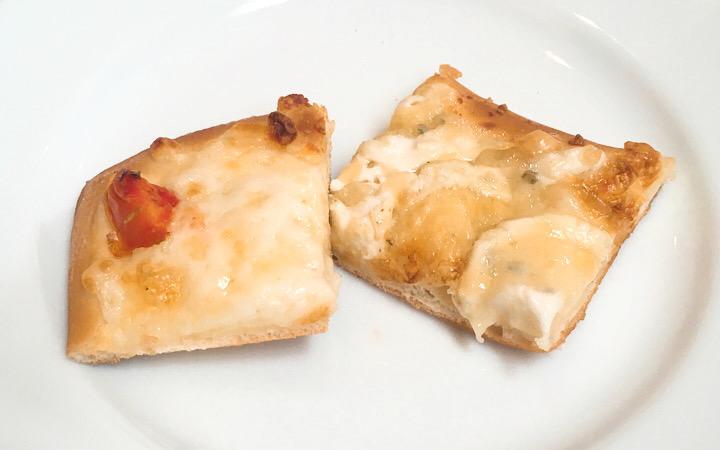 マルゲリータピザとゴルゴンゾーラピザ