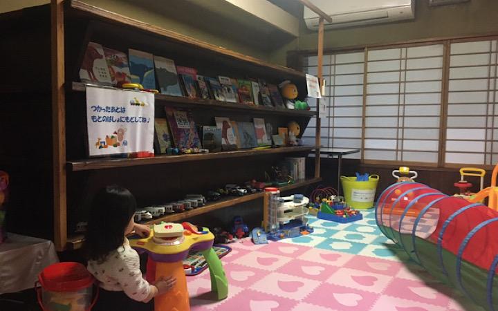 キッズスペースの本棚