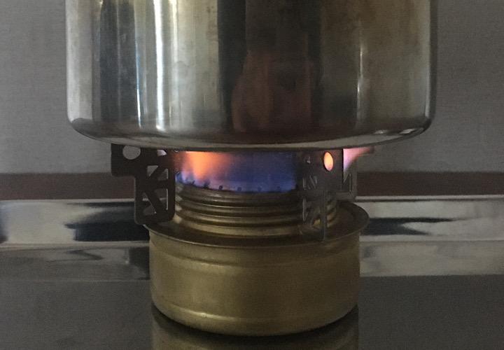 鍋を温めている写真