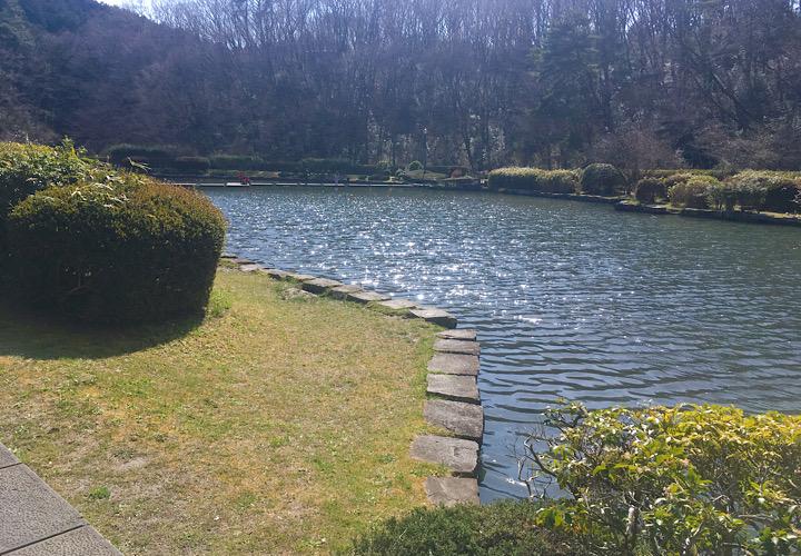 園内にある池