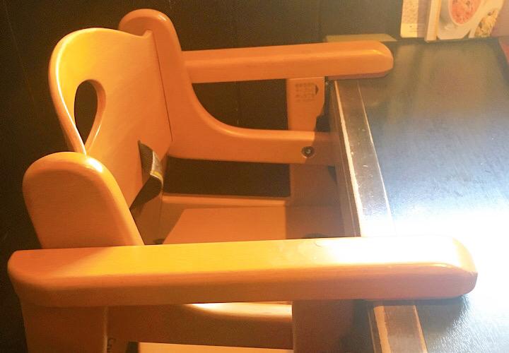 テーブルに取り付けるタイプの子供用椅子