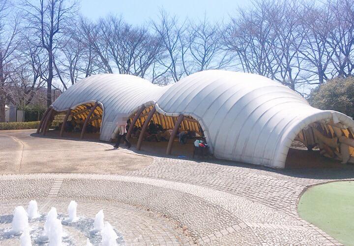 屋根のある休憩スペース