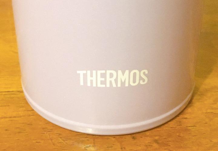 ボトルに印字されたロゴ