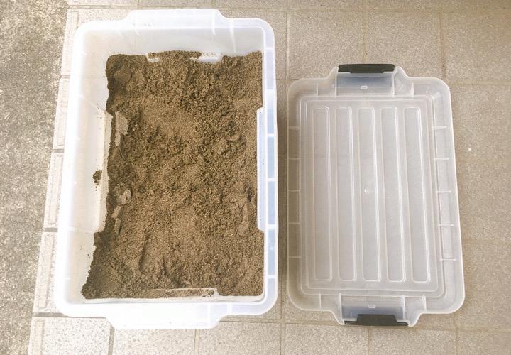 コンテナに入れたお砂場サンド