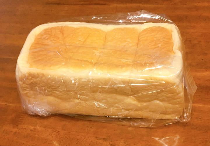 ビニール袋に入っているハレパンのパン