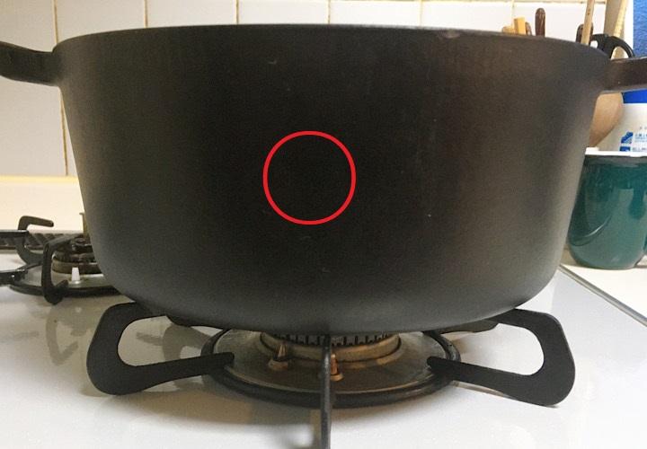ゴトクの中央に置かれた鍋