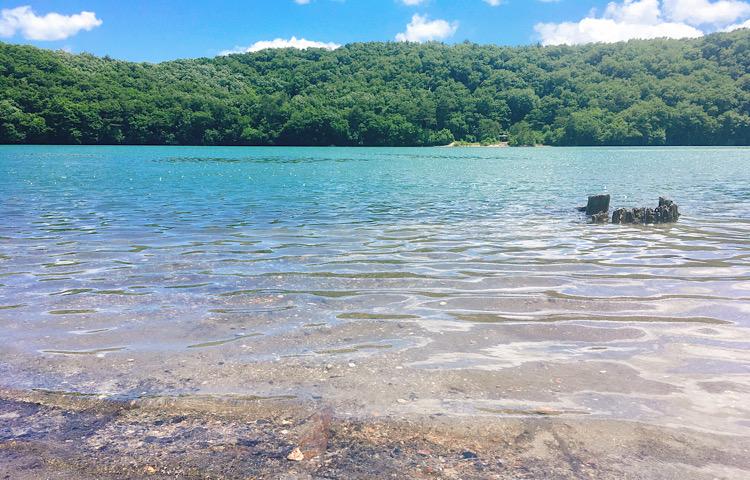潟沼の透き通った水質
