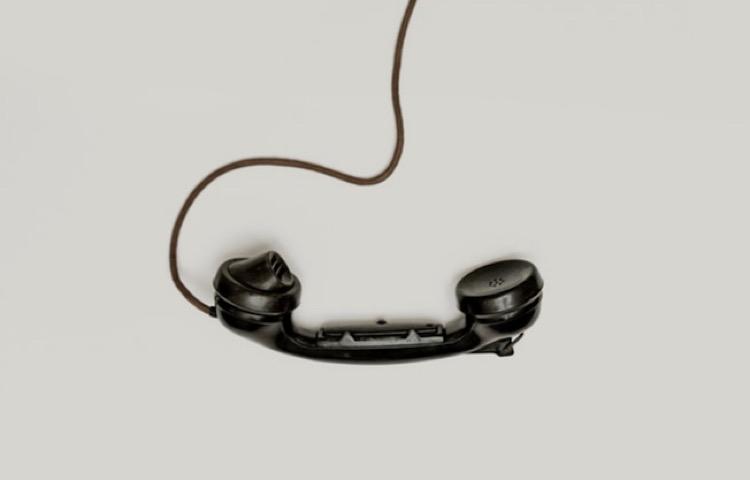 ぶら下がっている受話器